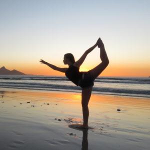 yoga femme com animale