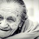 femme rire com animale